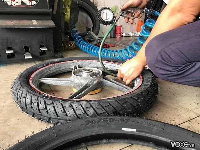 Cần lưu ý gì khi thay vỏ không ruột cho xe máy vỏ michelin giá bao nhiêu - 6