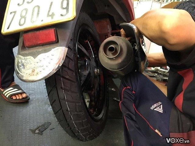 Thay vỏ xe janus bao nhiêu tiền vỏ xe tay ga janus có ruột hay không - 2